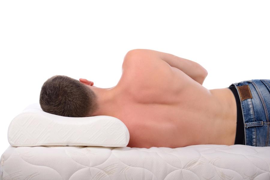 ortopéd matracon benyomódik a váll